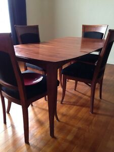 Bustin's Dining Room Table and Chairs