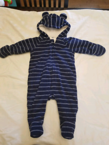 Old Navy bunting suit size 3-6 months