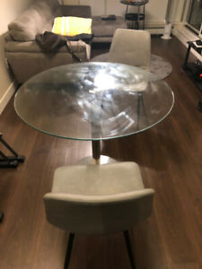 selling good condition MOBLER dinning table and chairs
