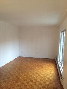 3 1/2 for rent in laval  METRO & GARE CONCORDE