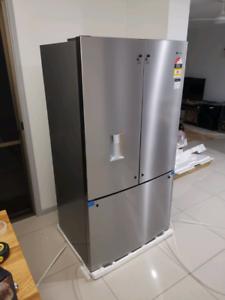 Westinghouse WHE6060SA Refrigerator Brand New