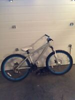 Giant dirt jumper mountain bike, brass one
