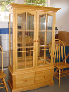 GOOD QUALITY Pine and Glass Hutch