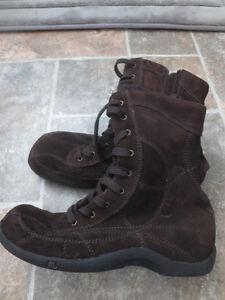 Chaussures, bottes, souliers, sandales grandeur 8 Saguenay Saguenay-Lac-Saint-Jean image 6