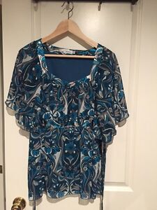 Blue flutter sleeve blouse - size 14 London Ontario image 1