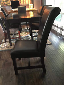 Dinning table and chairs London Ontario image 3