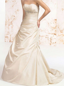 Engagement, Wedding or Prom Dress / Robe  de mariage