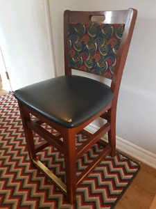 4 Wooden Bar Stools/ Dining Chairs