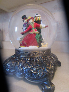 "Gorgeous! Musical ""Old World"" Snowglobe!"