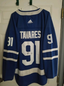 watch 7981c d2306 Signed Jersey John Tavares | Kijiji in Ontario. - Buy, Sell ...