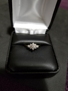 18K Ladies Yellow/White Gold Diamond Ring