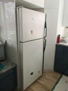 À vendre réfrigérateur Kenmore avec cuisinière Whirlpool