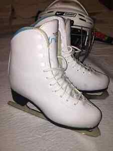 VIC DREAM GIRLS FIGURE SKATES SIZE 3 - NICE