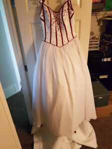 Never worn red and white wedding dress~