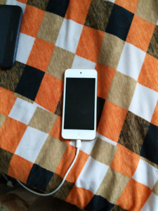Ipod touch 32gig 6th gen