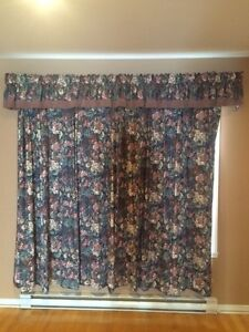 Beautiful curtains in good condition