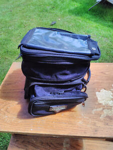 NELSON RIGG EXPANDABLE TANK BAG IN GOOD CONDITION