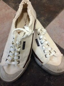 American Eagle Canvass Sneakers