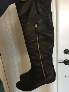 Women's black leather boots size 7