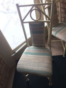 Dining Table and 4 Chairs - Great condition