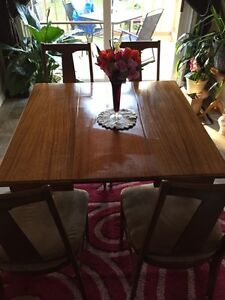 Beautiful Antique table come s with 4 chairs