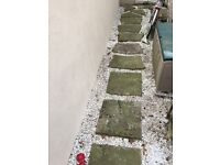 15 flag stones and white stone chips (10.5sqm)
