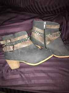 Women's size 10 suede feel boots London Ontario image 1