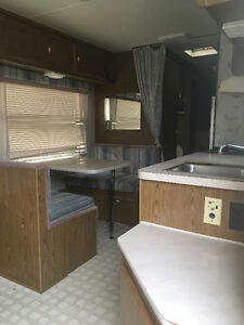 1990 Prowler 5th wheel camper 24'