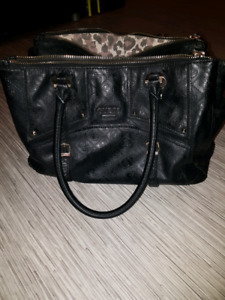 Guess med/large purse