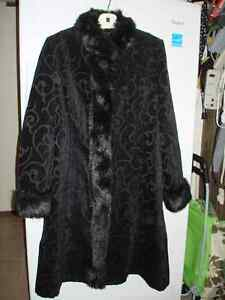 Winter coat (full length) with faux fur trim