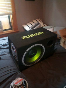 12'' fusion subwoofer with 300 watt amp and everything for wirin