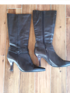 Ladies size 7 boots