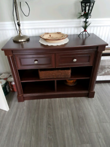 Cabinet in excellent condition