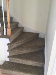 installation de tapis dans les escaliers sans risers pour canapé