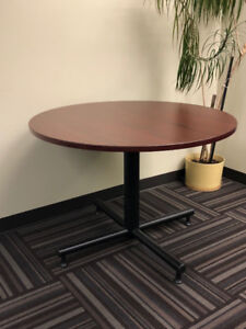 Table - round - solid wood