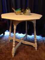 Beautiful Antique Side Table. $ 120
