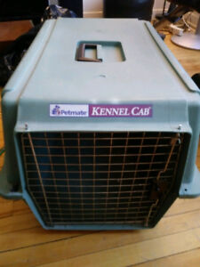 LARGE PETMATE KENNEL PET TAXI CRATE ANIMAL CAGE 60x43x40cm