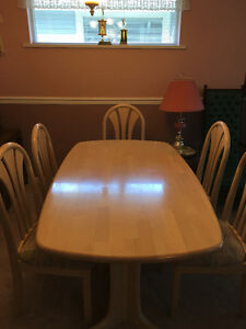 DINNING ROOM TABLE 6 SEATER