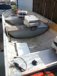 14 FOOT ALUMINUM BOAT WITH TRAILER AND FISH FINDER