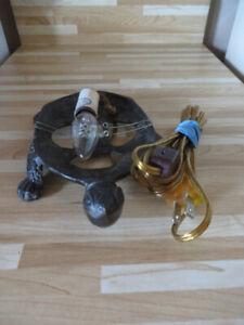 LAMPE (VEILLEUSE) EN FORME TORTUE EN FONTE FONCT TB