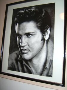 STUNNING BLACK AND WHITE PICTURE OF ELVIS