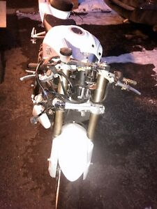 GSXR600 2008 ENGINE KIT AND COMPLETE FRONT END WITH 17000KMS Windsor Region Ontario image 3