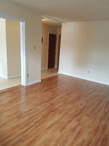 RENOED 2 BED NEAR U OF A FEB FREE MARCH1/2 TELUS FREE AS WELL!!!