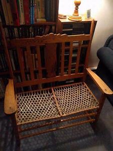 Chaise bercante double antique
