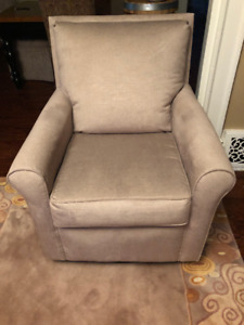 Large Sklar Peppler comfortable beige swivel rocking chair