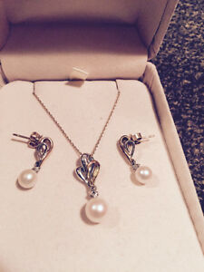 Pearl & diamond set