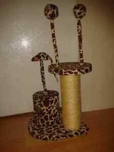 CAT TREE ~ SCRATCHING POST ~ SCRATCHER ~ PET PLAY ~TOY MOUSE