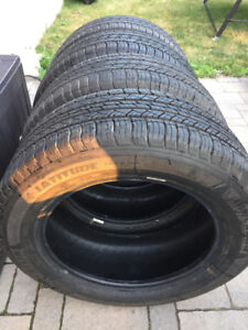 4 Michelin LATITUDE TOUR HP245/60R18 NEUFS