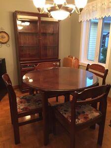 Table et vaisselier 450$ neg