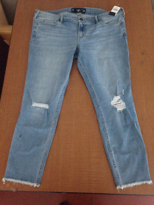 BRAND NEW WITH TAGS Hollister Crop Jeans